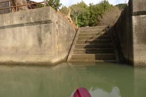 水面に続く階段