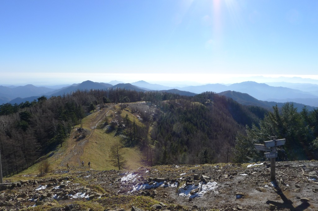 雲取山山頂から石尾根縦走路